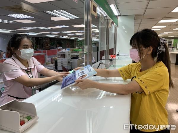 ▲▼郵局開賣振興三倍券。(圖/中華郵政提供)